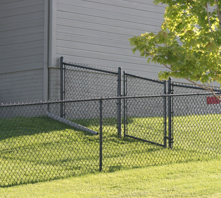 American Fence - Lincoln - Chain Link Fencing, 100 4' black vinyl chain link