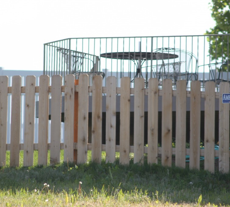 American Fence - Lincoln - Wood Fencing, 1003 4' picket