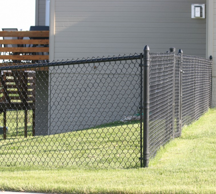 American Fence - Lincoln - Chain Link Fencing, 101 4' black vinyl chain link 2