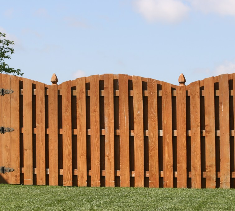 American Fence - Lincoln - Wood Fencing, 1010 6' board on board overscallop stained