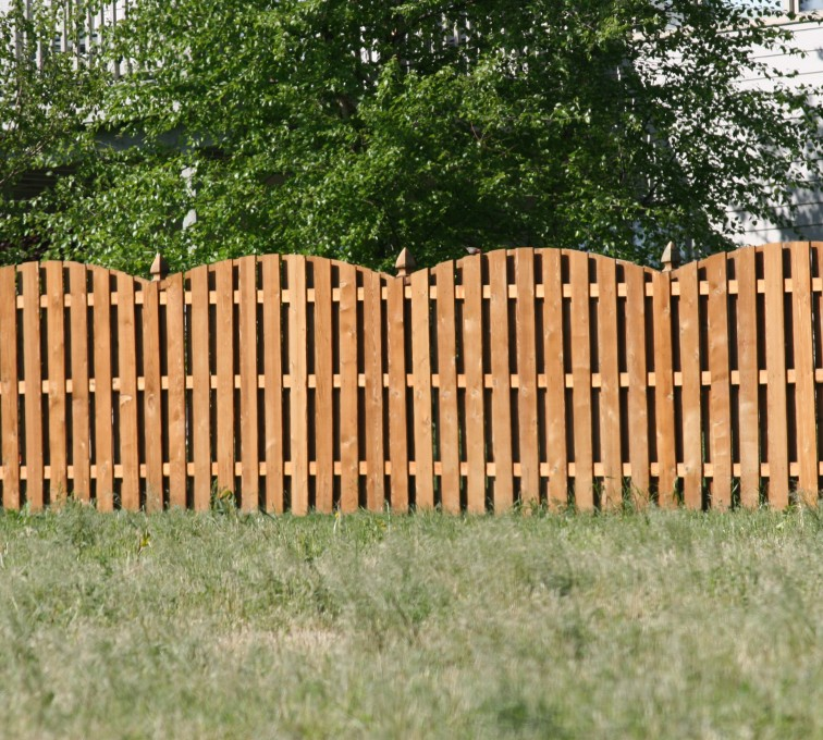 American Fence - Lincoln - Wood Fencing, 1013 6' overscallop board on board stained
