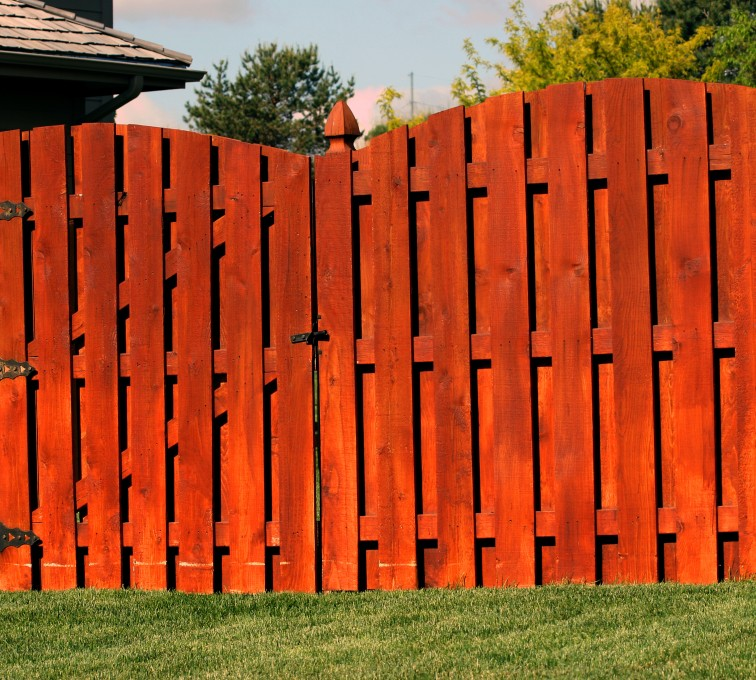 American Fence - Lincoln - Wood Fencing, 1014 6' overscallop board on board stained 4