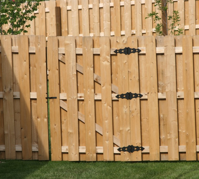 American Fence - Lincoln - Wood Fencing, 1018 Board-on-board
