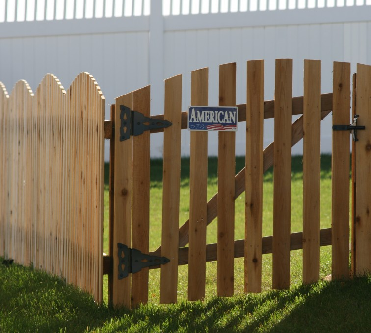 American Fence - Lincoln - Wood Fencing, 1019 Wood 4' Overscallop Picket