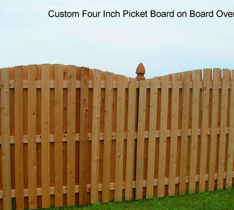American Fence - Lincoln - Wood Fencing, 1048 1x4x4 Board on Board overscallop