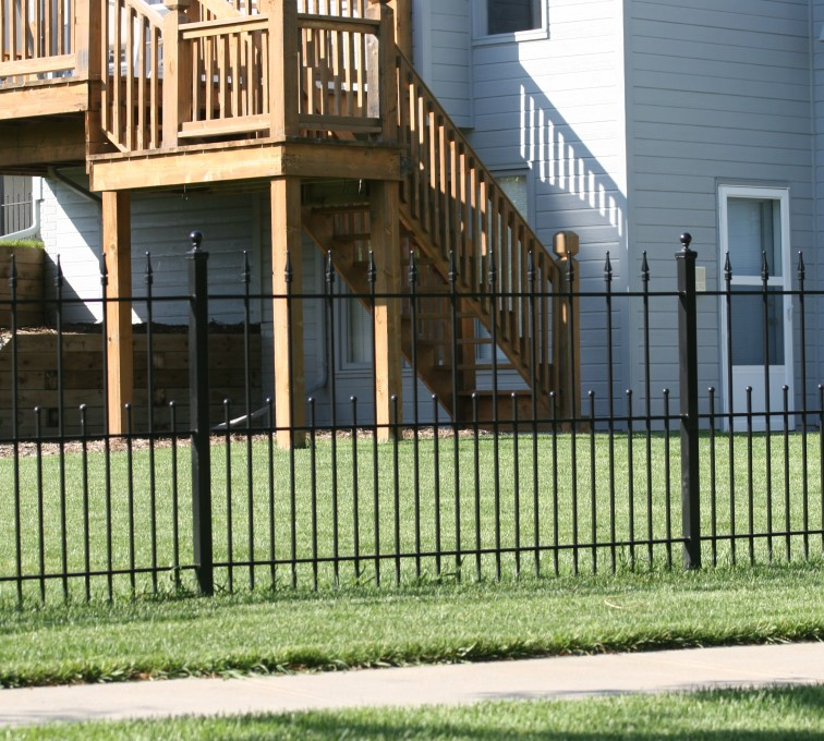American Fence - Lincoln - Custom Iron Gate Fencing,1200 4' alternating pickets with balss and quadflares