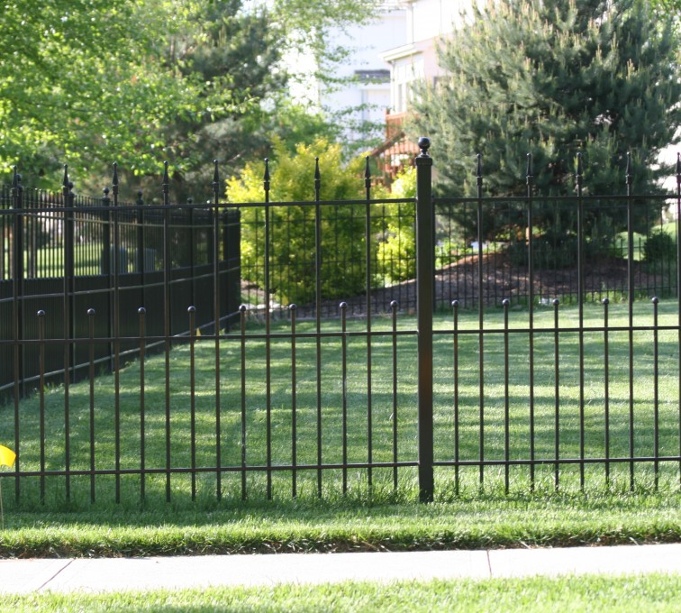 American Fence - Lincoln - Custom Iron Gate Fencing, 1204 Alternating pickets with balls and quadflare