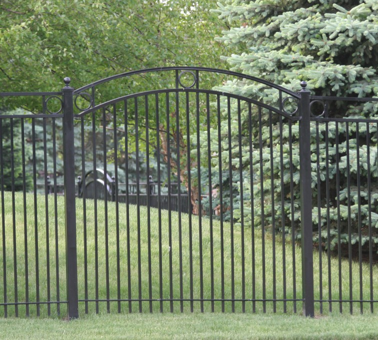 American Fence - Lincoln - Custom Iron Gate Fencing, 1212 Overscallop panel with rings