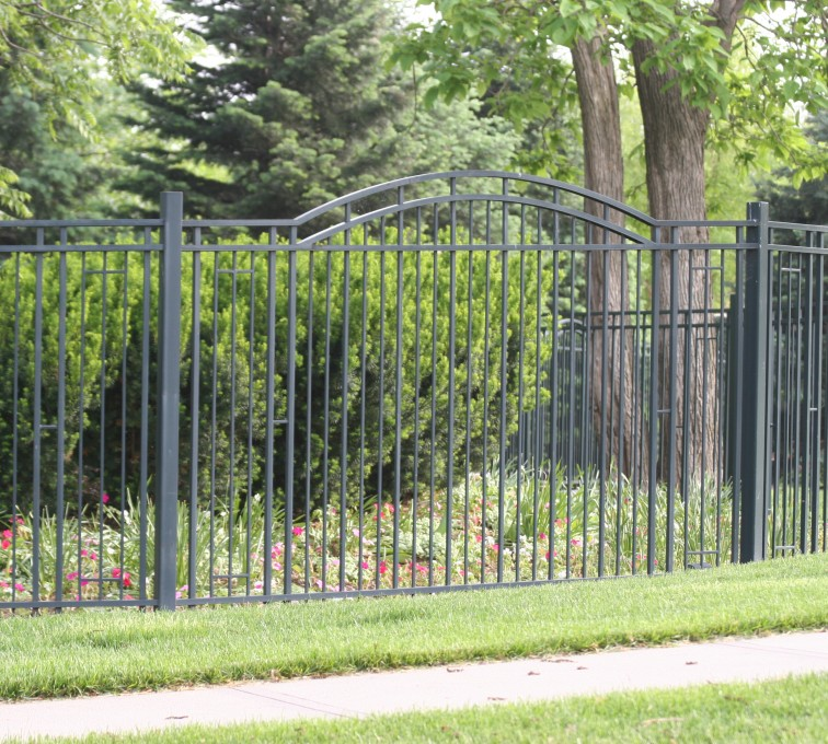 American Fence - Lincoln - Custom Iron Gate Fencing, 1215 Overscallop panel