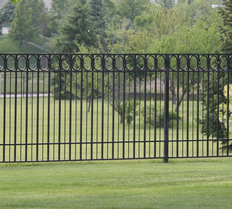 American Fence - Lincoln - Custom Iron Gate Fencing, 1216 Alternating Picket with Ovals
