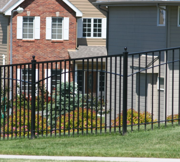 American Fence - Lincoln - Custom Iron Gate Fencing, 1226 6' with underscallop in square panel