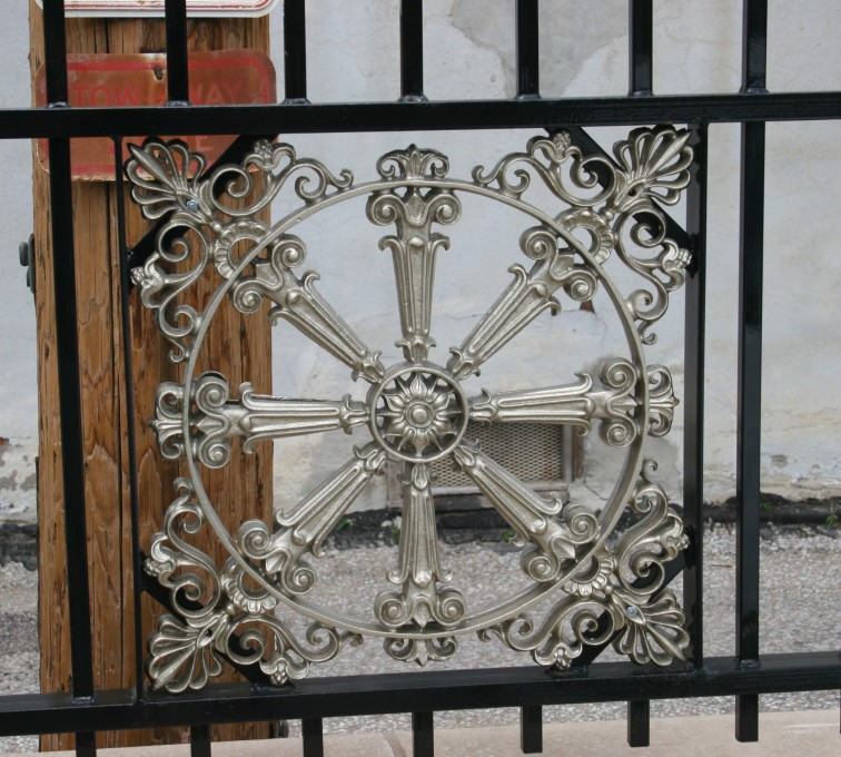 American Fence - Lincoln - Custom Iron Gate Fencing, 1227 Emblem in Overscallop Ornamental