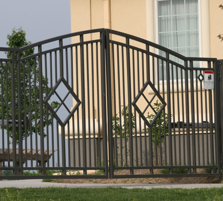 American Fence - Lincoln - Custom Gates, 1304 Estate gate with diamonds