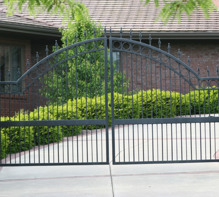 American Fence - Lincoln - Custom Gates, 1309 Overscallop Estate gate with quad flare (1309)