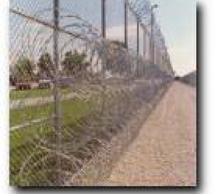 American Fence - Lincoln - High Security Fencing, 2105 concertina wire 3 coils