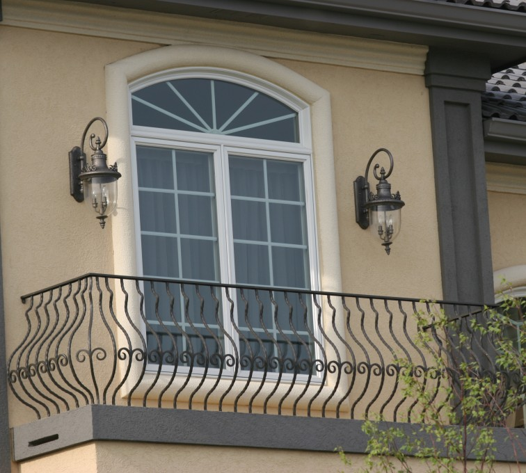 American Fence - Lincoln - Custom Railing, 2200 Balcony handrail with pot belly pickets