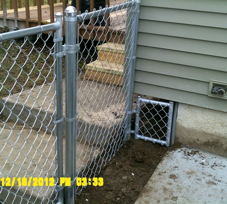 American Fence - Lincoln - Chain Link Fencing, 4' Galvanized Chain Link With Custom Panel - AFC - IA