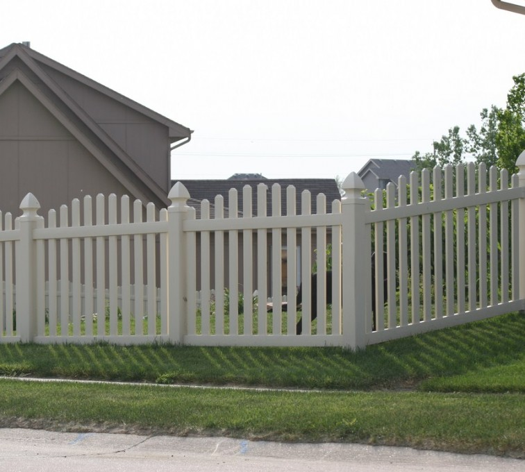 American Fence - Lincoln - Vinyl Fencing, 4' Overscalloped Pickets PVC with French Gothic Post Caps - AFC - IA