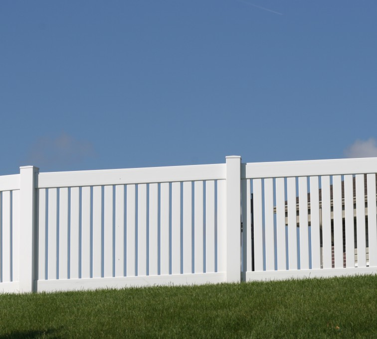 American Fence - Lincoln - Vinyl Fencing, 4' Closed Picket 569