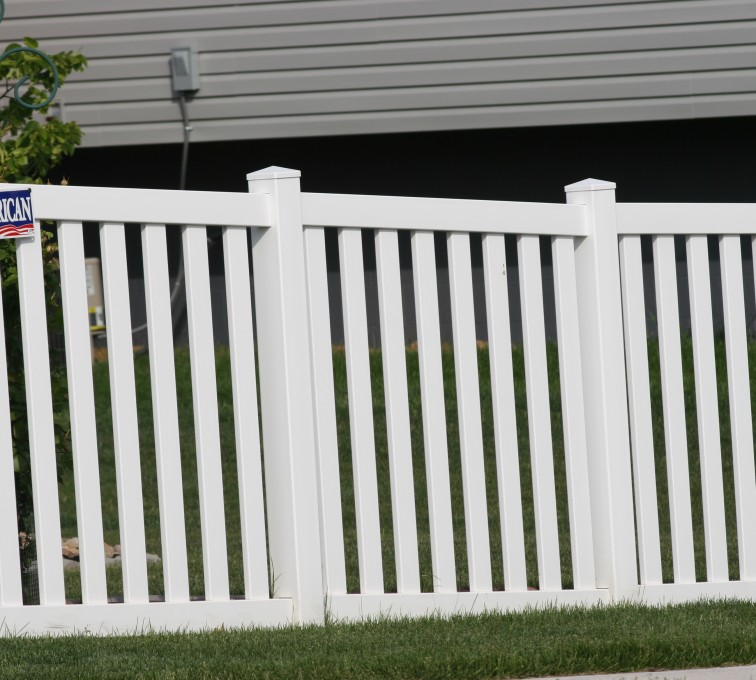 American Fence - Lincoln - Vinyl Fencing, 4' Closed Picket 580