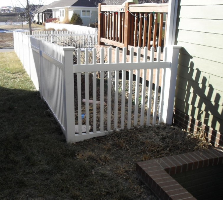 American Fence - Lincoln - Vinyl Fencing, 4' Picket PVC