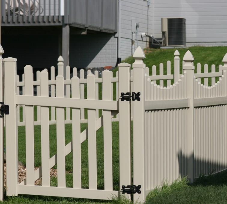 American Fence - Lincoln - Vinyl Fencing, 4' Picket Unscallop Tan 553