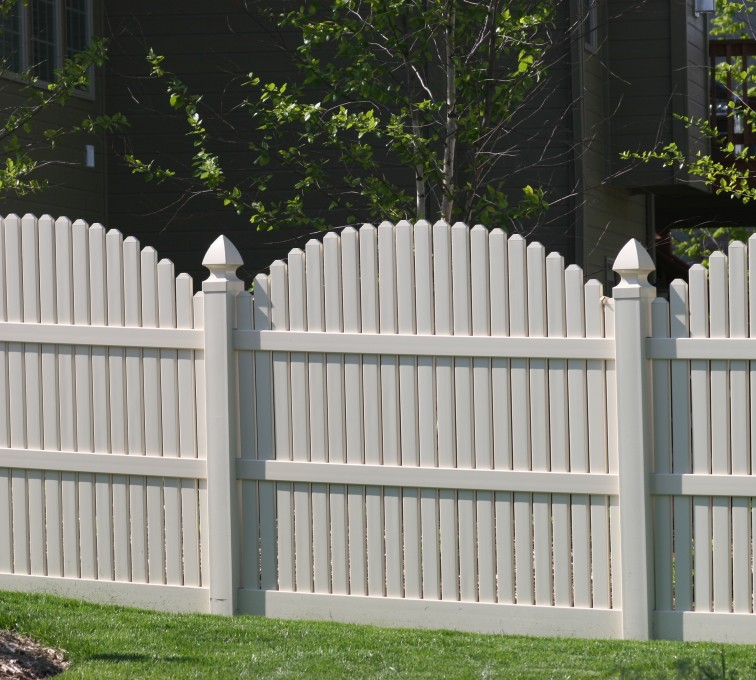 American Fence - Lincoln - Vinyl Fencing, 556 6' overscallop picket white