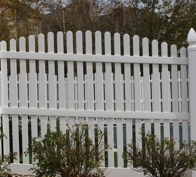 American Fence - Lincoln - Vinyl Fencing, 560 Vinyl 6' overscallop picket 2