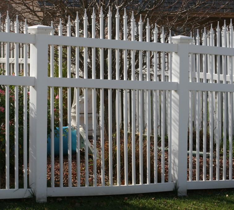 American Fence - Lincoln - Vinyl Fencing, 562 Vinyl Ornamental Overscallop 6' Photo