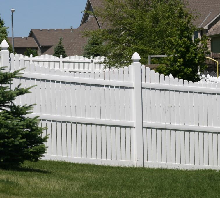 American Fence - Lincoln - Vinyl Fencing, 563 6' Underscallop
