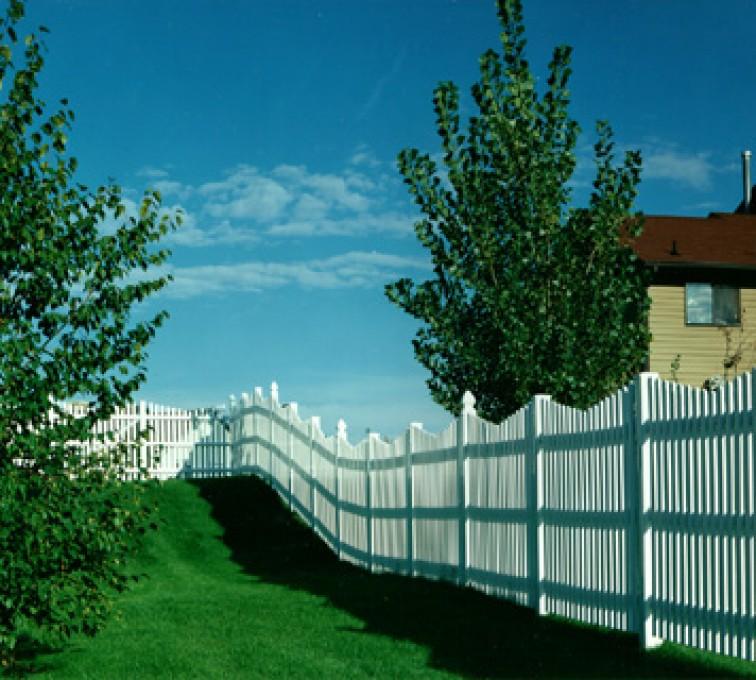 American Fence - Lincoln - Vinyl Fencing, Underscallop Picket 565