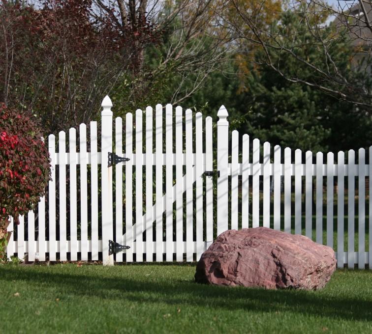 American Fence - Lincoln - Vinyl Fencing, 567 Vinyl Overscallop Photo