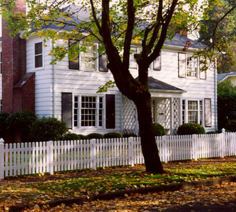 American Fence - Lincoln - Vinyl Fencing, Straight Picket 569