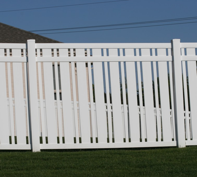 American Fence - Lincoln - Vinyl Fencing, 6' Alternating Picket 572