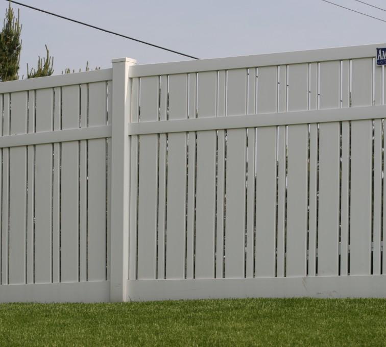 American Fence - Lincoln - Vinyl Fencing, 6' Alternating Picket 577