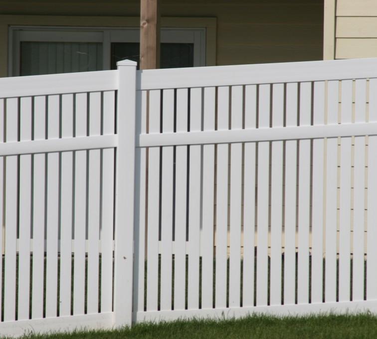 American Fence - Lincoln - Vinyl Fencing, 6' alternating picket 571