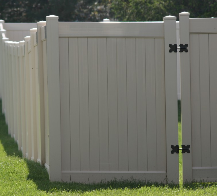 American Fence - Lincoln - Vinyl Fencing, 6' solid Privacy (622)