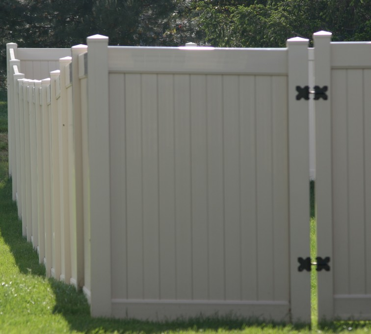 American Fence - Lincoln - Vinyl Fencing, 6' solid privacy (621)