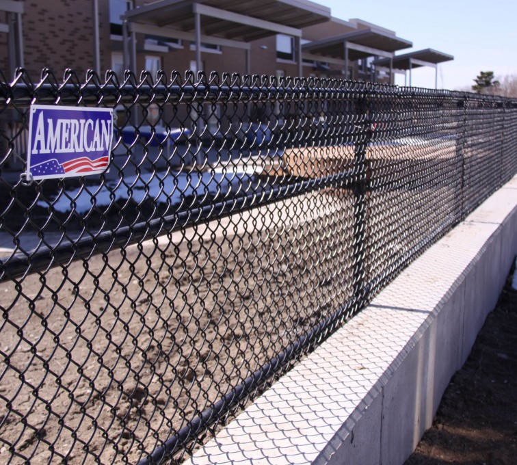 American Fence - Lincoln - Chain Link Fencing, Black Vinyl Chain Link 4' Tall