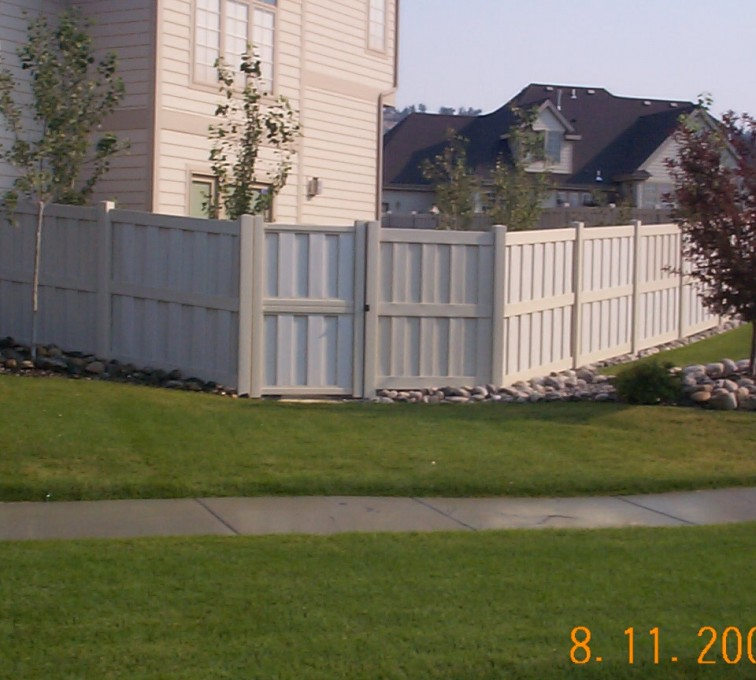 American Fence - Lincoln - Vinyl Fencing, Board-on-board (802)