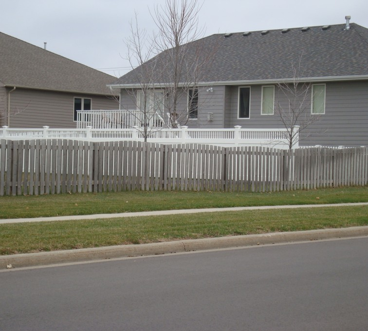 American Fence - Lincoln - Wood Fencing, Cedar Picket Over Scallop AFC, SD