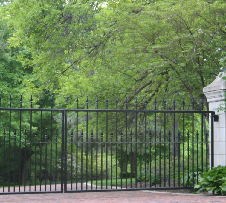 American Fence - Lincoln - Custom Gates, Estate Double Drive Gate With Alternating Pickets
