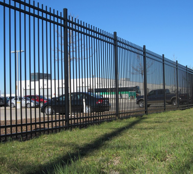 American Fence - Lincoln - American Ornamental Fencing, Commercial Alternating Picket