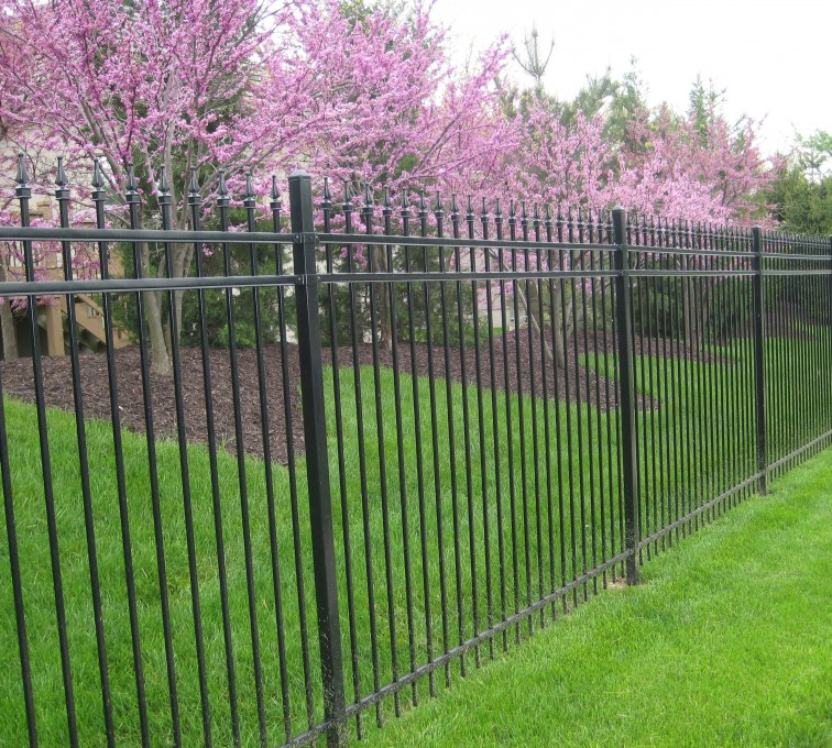 American Fence - Lincoln - American Ornamental Fencing, Alternating Picket with finials