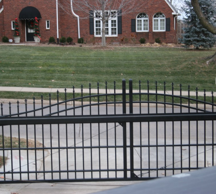 American Fence - Lincoln - Custom Gates, Overscallop Cantilever Slide Gate