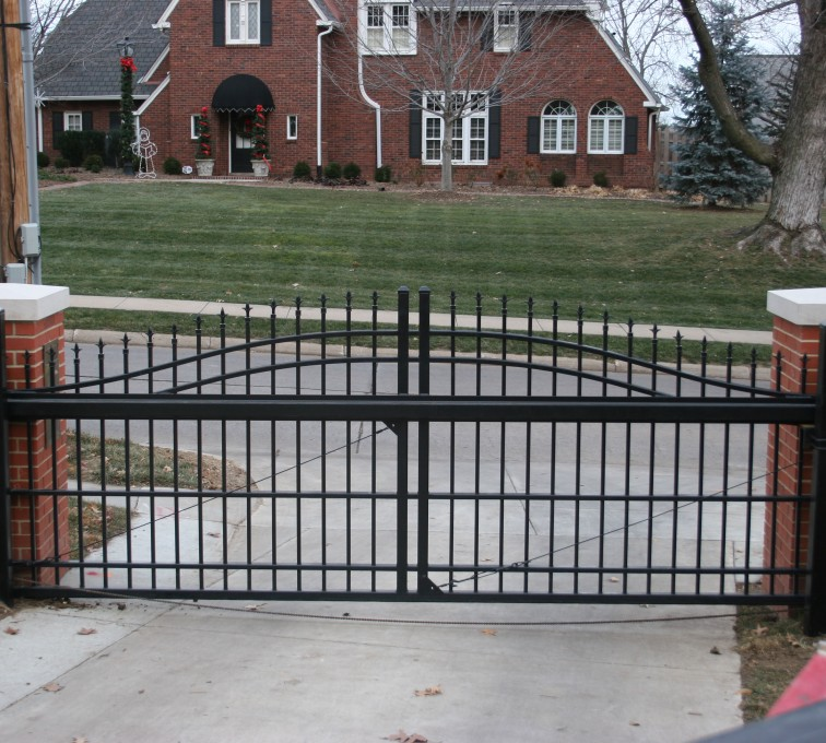 American Fence - Lincoln - Custom Gates, Overscallop Cantilever Slide Gate Residential
