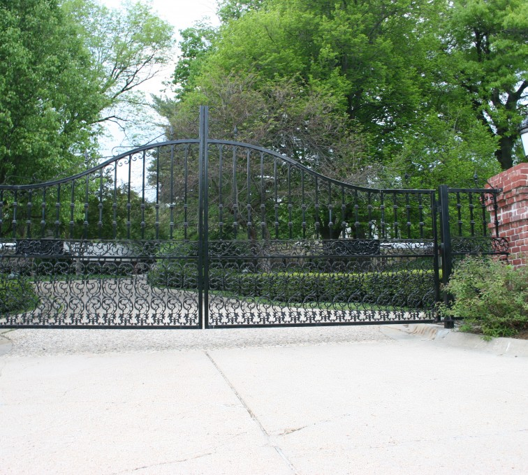American Fence - Lincoln - Custom Gates, Overscallop Estate Double Drive Gate With Scroll Accent