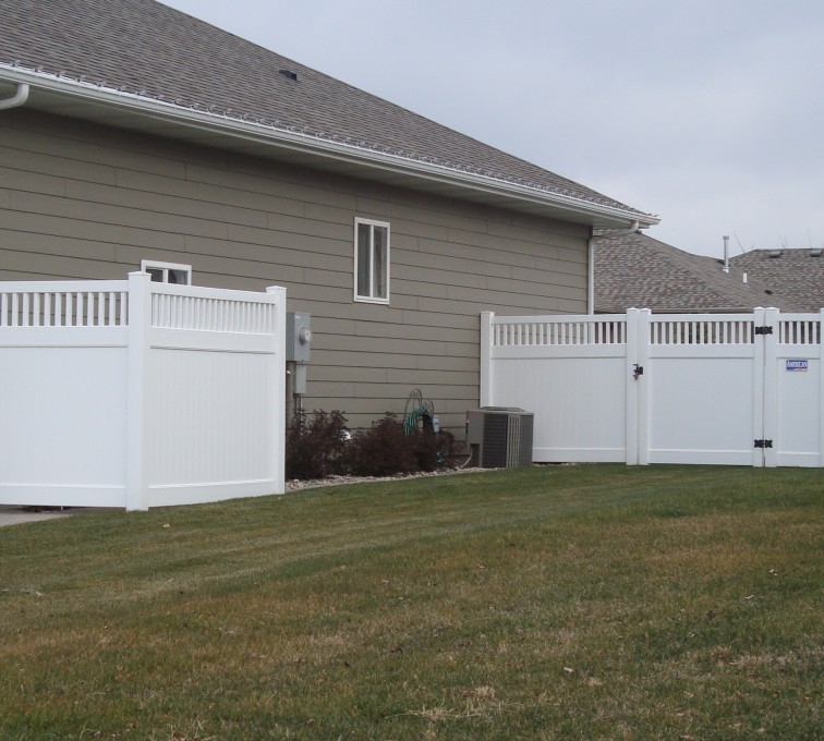 American Fence - Lincoln - Vinyl Fencing, Privacy with Picket Accent