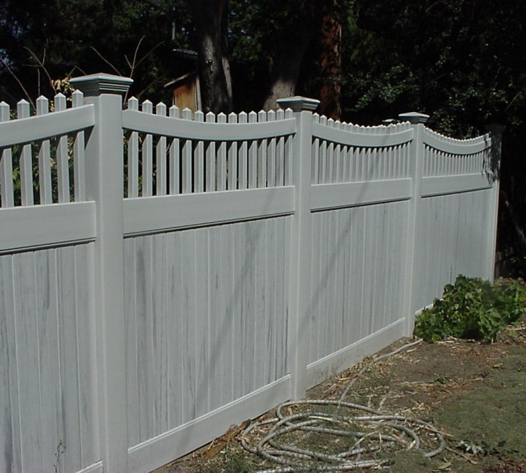 American Fence - Lincoln - Vinyl Fencing, Privacy with Sloped Rail Picket Accent 703
