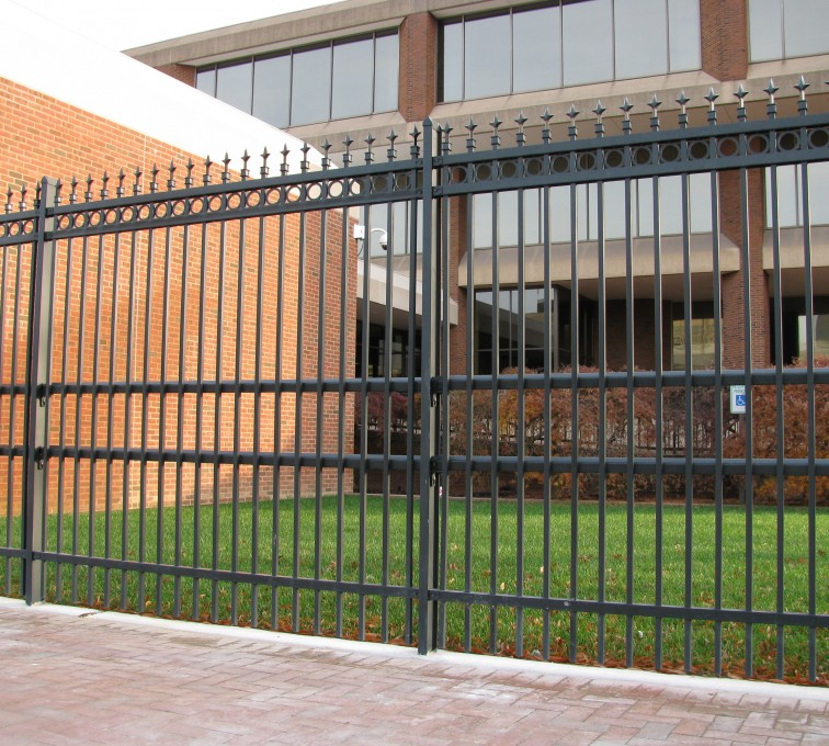 American Fence - Lincoln - American Ornamental Fencing, Alternating Picket with Rings & Finials